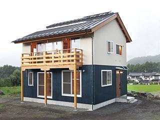 木曽駒高原の小さな家